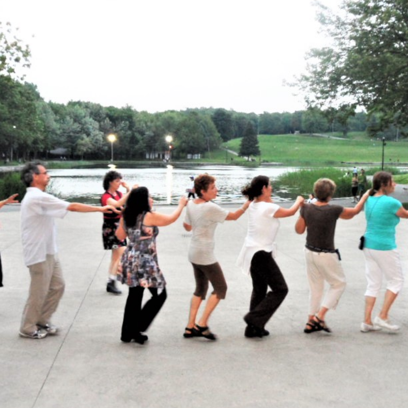 Dance folklorique israélienne